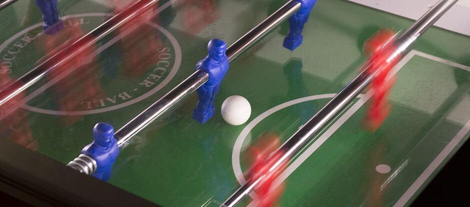 Hvis du leder efter det helt rigtige sted at spille bordfoldbold i København med vennerne, så behøver du ikke lede længere. Kom forbi Pub og Sport til en sjov aften med bordfoldbold hos byens hyggeligste sportsbar. Bordfoldbold er en sjov og livlig aktivitet, som de fleste finder underholdning i. Hos Pub og Sport kan du spille bordfoldbold i hjertet af København.