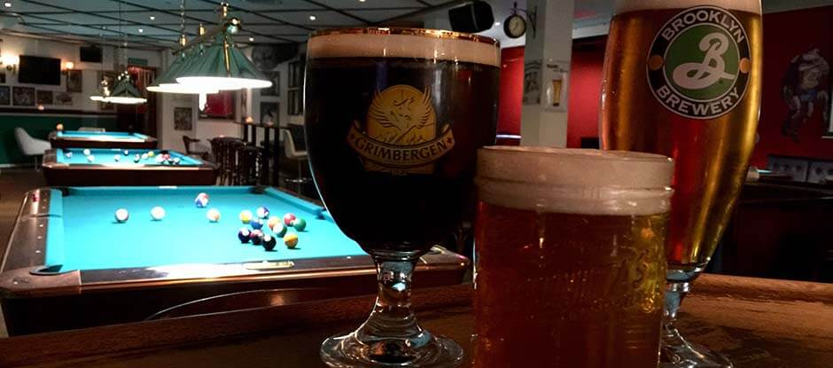 Pub og Sports bar velassorterede bar tilbyder mange forskellige kolde fadøl, flaske øl, shots og cocktails. Kom og nyd det i vores hyggeligt indrettede pub med dine venner.